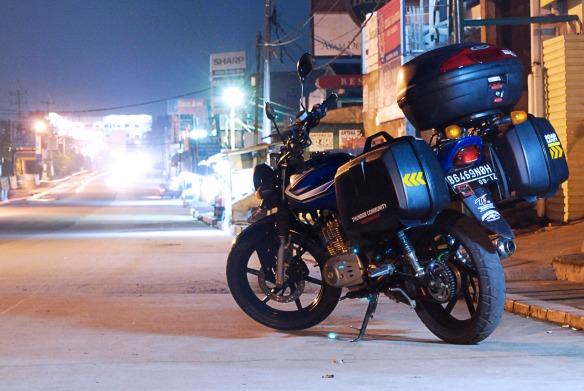 Malam malam di jalan